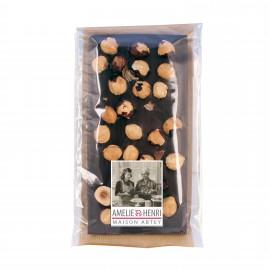 Tablette au chocolat noir avec noisettes
